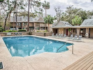 Updated 2BR w/ Private Deck & Community Pool - Near the Beach & Tennis Club