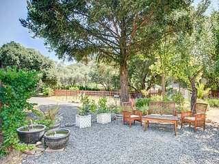 Glen Ellen Gem with Large Private Yard & BBQ, 10-Minute Walk to Downtown