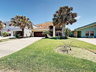 Immaculate 4BR w/ Gourmet Kitchen & Private Yard – 1 Block to Beach