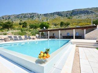 8 bedroom Villa in Bajnice, Splitsko-Dalmatinska Zupanija, Croatia : ref 5623805