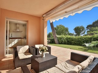 Cap dAntibes Garden apartment 2 bed 2 bath complex pool