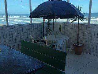 Cobertura frente ao mar com amplo terraco gourmet