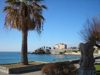 Casa vacanza 50 m dal mare, centralissima.