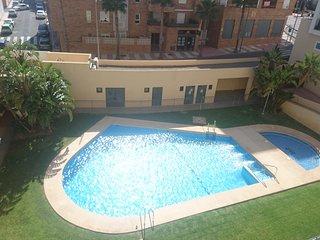 Apartamento a estrenar en residencial con piscina en Aguadulce Sur a 200m playa