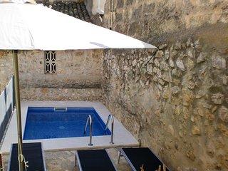 alojamienoto  en casa señorial de piedra con piscina