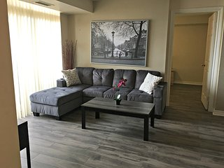 Executive Rental 2BR + Den Suite in Mississauga