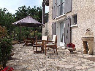 studio au rez-de-chaussée de villa au calme, vue dégagée