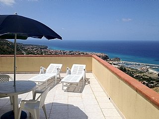 Studio apartment Marasusa complex, fantastic views over Tropea