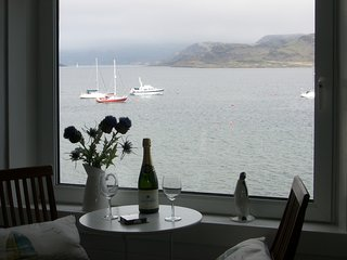 Greenwood - Apartment with fantastic sea views & woodburner, Kames,Tighnabruaich