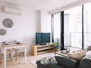 Designer CBD Apartment + Transport