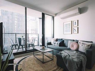 Executive Melbourne Apartment close to Transport
