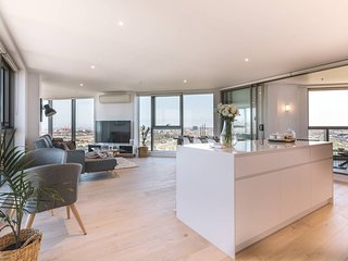Penthouse Apartment - Pool, Parking, 360 Views