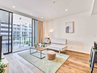 Ultimate 2 Bedroom Brisbane Place with Pool & Parking