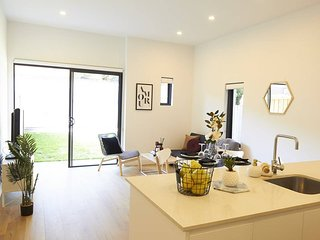 Coastal Style Right Near Bondi Beach - 2 Bedrooms!
