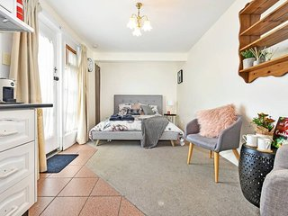 Charming Studio Just 5 Min Walk to CBD