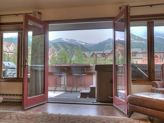 Ridge St. Lookout - Step into the Heart of Breck!