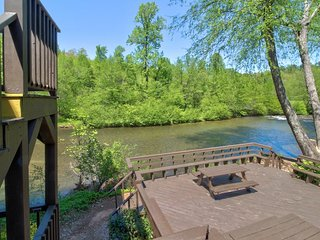 NEW LISTING! Dog-friendly, waterfront condo w/full kitchen, deck & river views