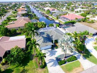 Spectacular, Well Appointed SW Cape Coral Heated Pool Home, Boat Dock, Gulf Acce
