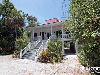 Beach Tan - Pet Friendly, 3BR Coastal Cottage w/ Easy Beach Access