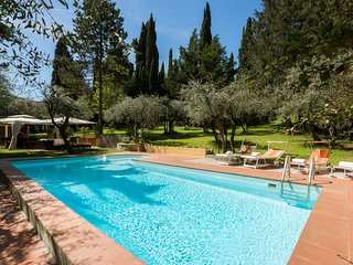 Traditional Tuscan villa, swimming pool, wifi, parking,3km to Ponte Vecchio