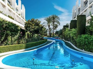 Seaside Penthouse w Pool in Heart of Marbella