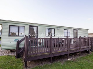 4 Berth Caravan in North Denes Holiday Park Pet Friendly Ref: 40075