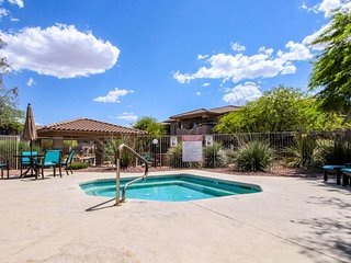Cozy condo w/ shared pool, hot tub - near golf, tennis, state park, and downtown