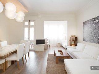 Superb 4 bedroom Apartment in Barcelona (FC7361)
