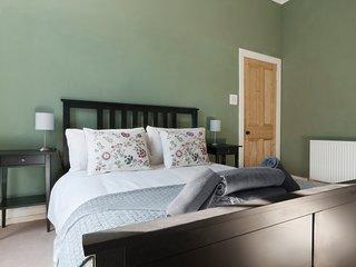 Evergreen Property - Tollcross Apartment - City Centre Living!