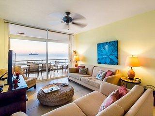 Casa Trahan (401)—Ocean Front, Infinity Pool, Great Snorkeling