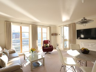 Emperors Wharf - Luxury Waterfront Apartment