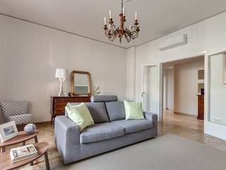 Extremely Spacious Apartment Rental in Prime Area of Florence