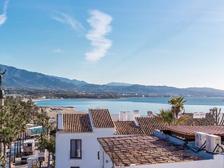 2 bedroom apartment in Puerto Banus with sea views