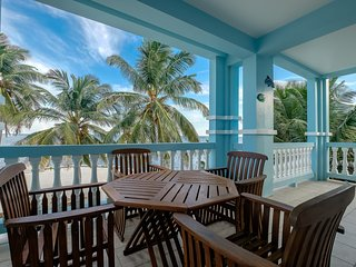 Kayaks and more! Sunset Beach B2- WiFi/AC/Pool/Huge Balcony facing beach!