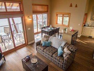 Quarry Bay 2 Bedroom Villa at Beautiful Lakeside Resort in Okanagan