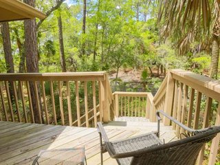 Secluded, Renovated Cottage 10 Min Trail Walk to the Beach! Community Pool, Boat