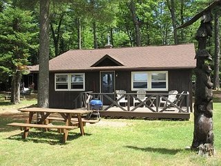 Deer Run Cabin 7. 3 bedroom on the lake