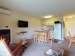 Cozy riverside getaway close to parks, river access, breweries and more!