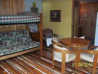 Scenic Cedar House Sleeps 11