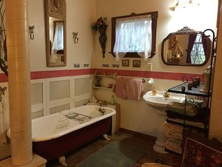 Charming Victorian Cottage sleeps 4