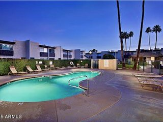 Modern 1 BR Condo in prime Old Town Scottsdale location