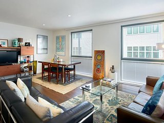 Luxury 2 bed 2 bath flat 10 mins to London Bridge
