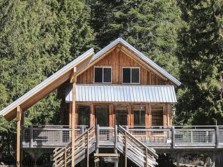 Remote Log Cabin on the White River with private beach, and hot tub and WIFI
