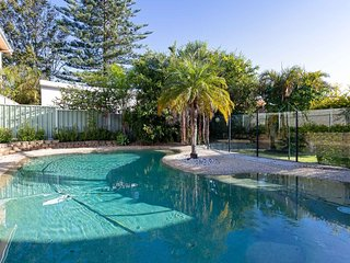 33 Gloucester St -huge holiday house in Nelson Bay with pool and stunning water