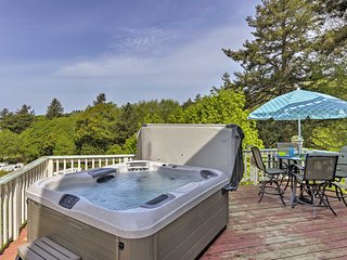 NEW! Home w/Hot Tub - 5 Mins to Port of Brookings!