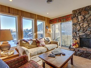 Cozy, dog-friendly home w/shared hot tub - walk to Bald Mountain ski lifts!