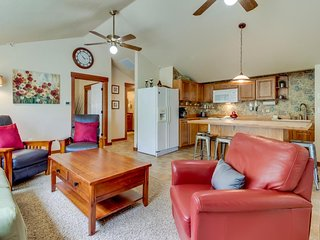 One-block to downtown McMinnville! Contemporary retreat!