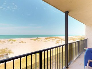 NEW LISTING! Oceanfront condo w/balcony & shared pool - stroll on the beach!