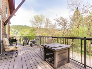 Dog-friendly home w/ lake views - only a short walk to the beach!