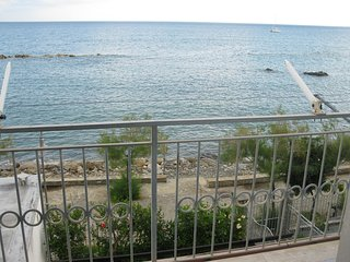 Casa vacanze in posizione invidiabile a Pioppi direttamente sul mare